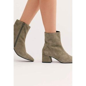 VAGABOND Alice Ankle Boots Light Olive Suede